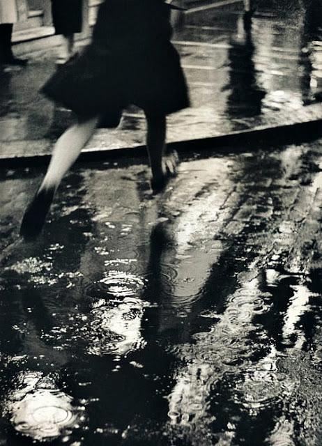 Charing Cross Road, 1937 by Wolfgang Suschitzky
